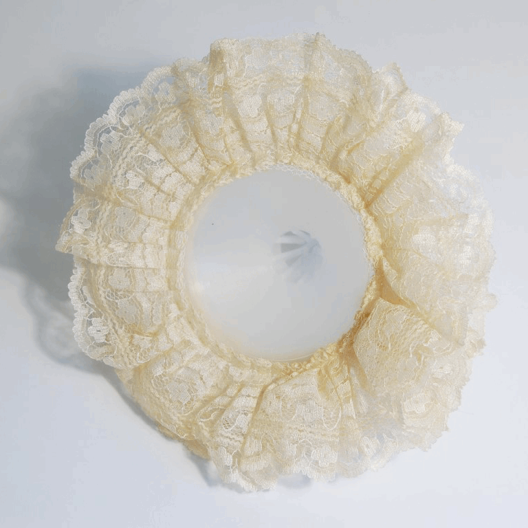 Picture of Bouquet Holder: Lace: 17.5cm: Pack of 12: Cream