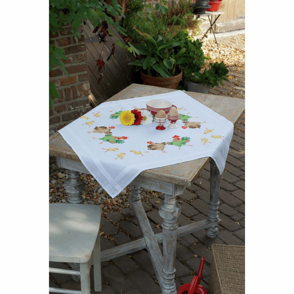 Picture of Cross Stitch Kit: Tablecloth: Chicken Family